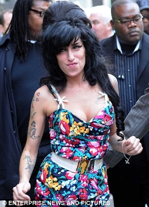 لحظات نقف فيها مع انفسنا لنراجع فيها مواقفنا Amy Winehouse